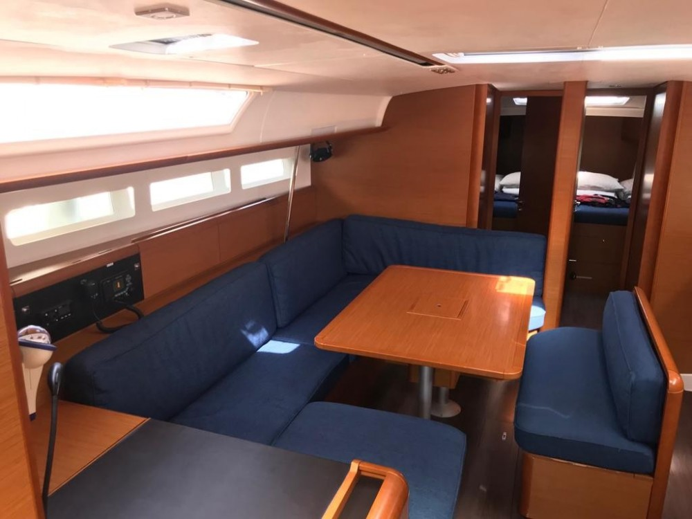 Jeanneau Sun Odyssey 519 between personal and professional El Rosario