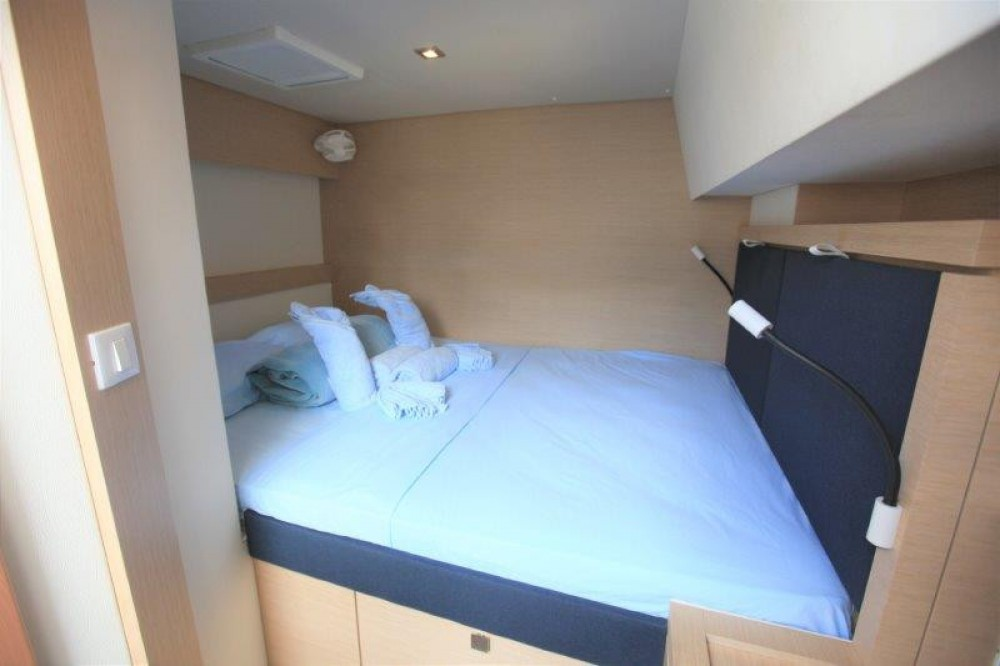 Boat rental Fountaine Pajot Saona 47 in Road Town on Samboat