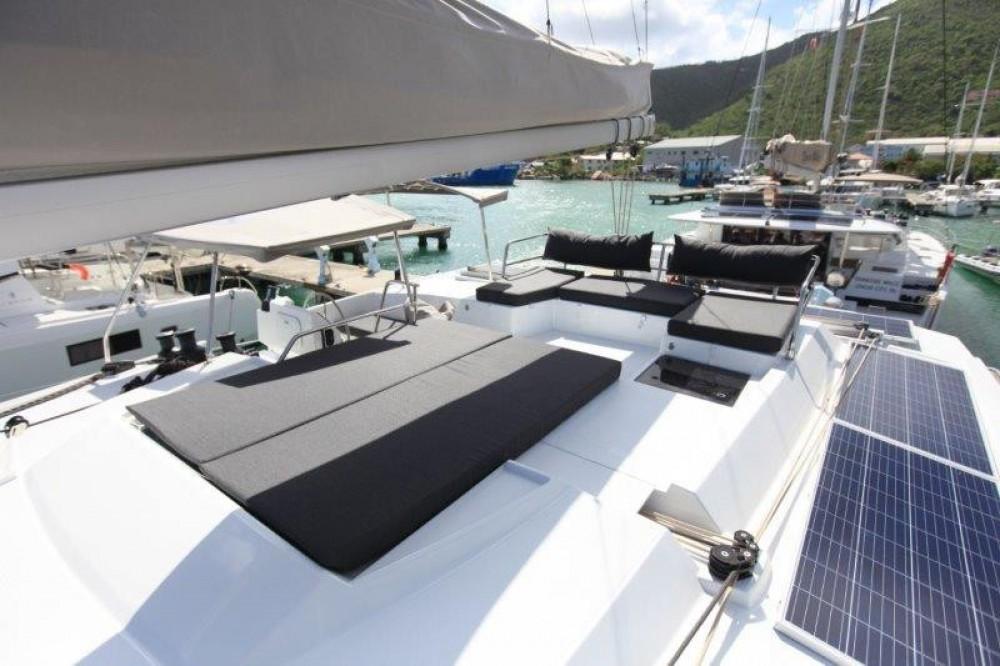 Boat rental Road Town cheap Saona 47