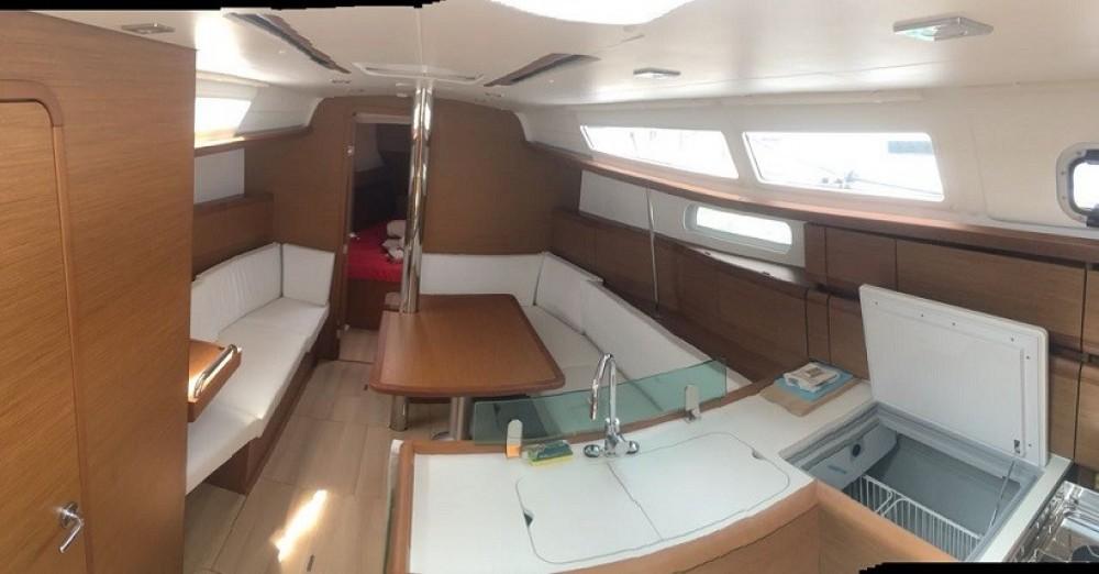 Boat rental Jeanneau Sun Odyssey 389 in Road Town on Samboat