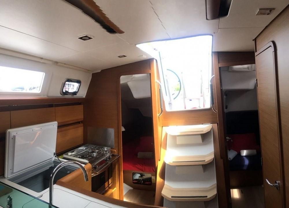 Rental Sailboat in Road Town - Jeanneau Sun Odyssey 389