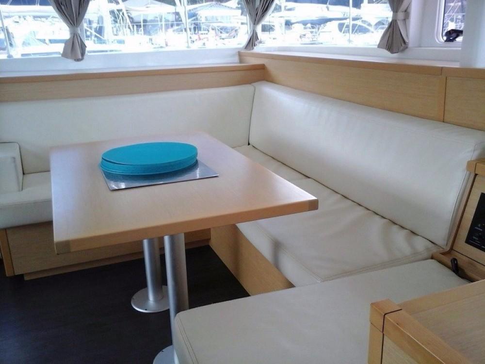 Boat rental Road Town cheap Lagoon 400 S2