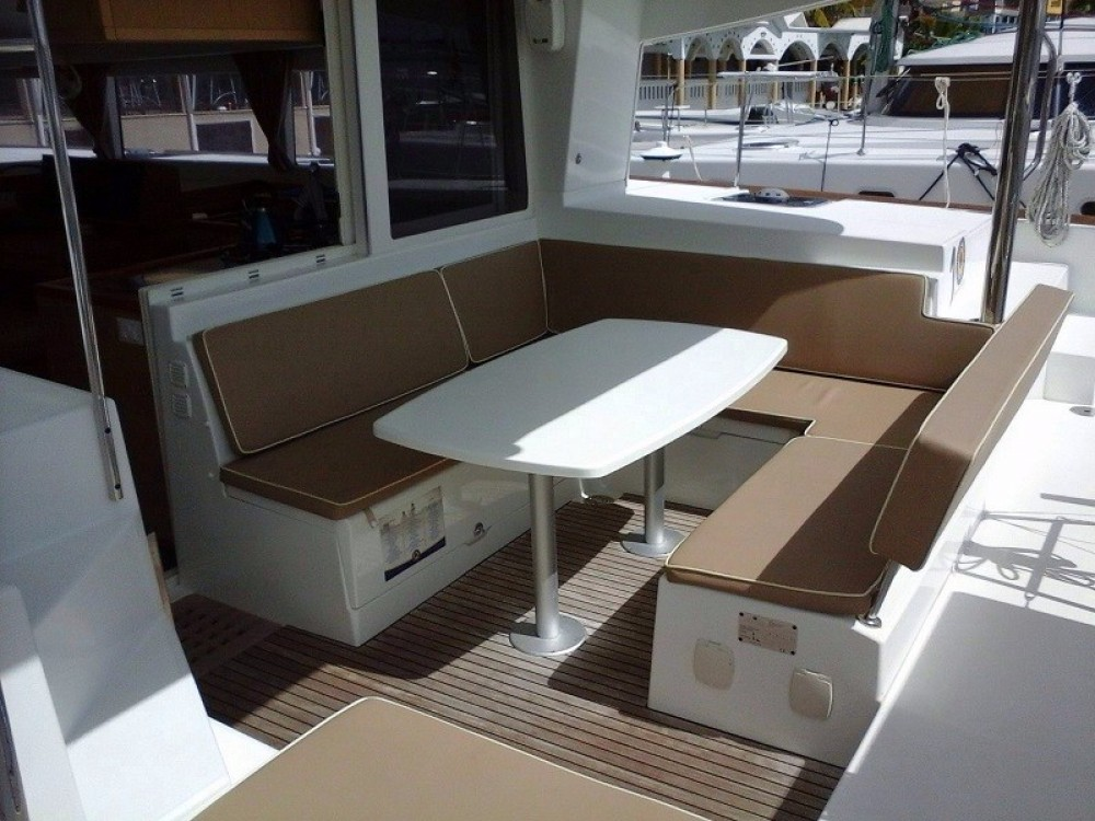 Rental Catamaran in Road Town - Lagoon Lagoon 400 S2