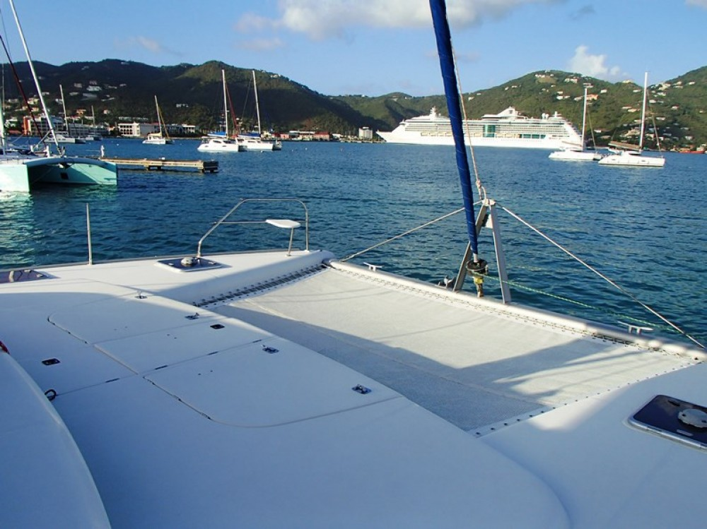 Rental Catamaran Robertson-Caine with a permit