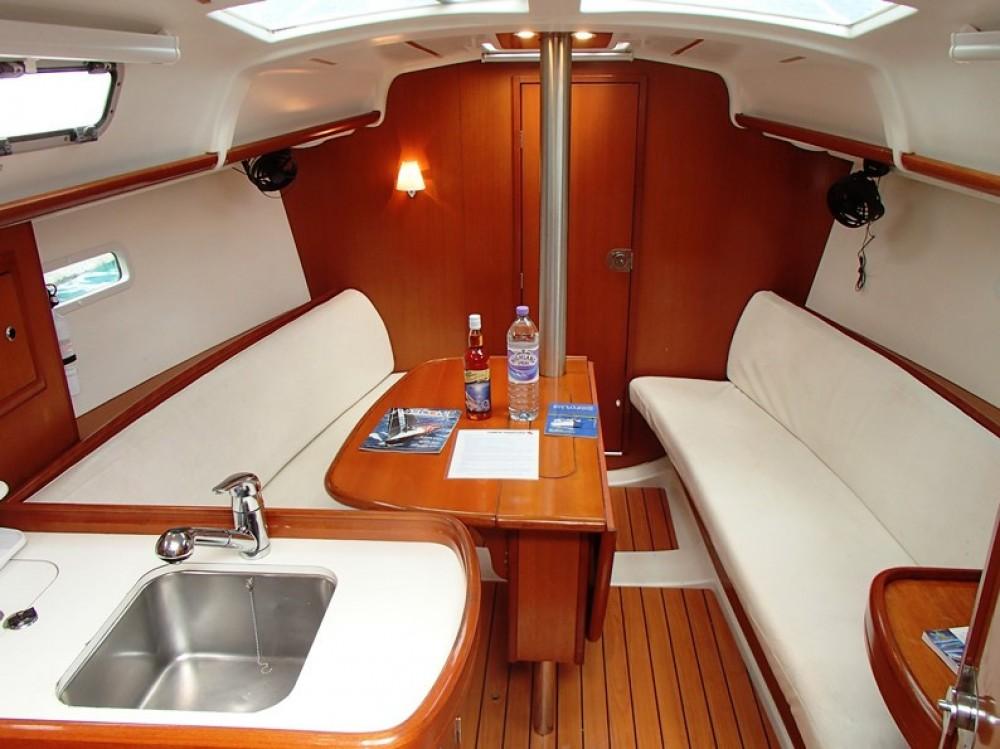 Rental yacht Tortola - Bénéteau Beneteau 32 on SamBoat