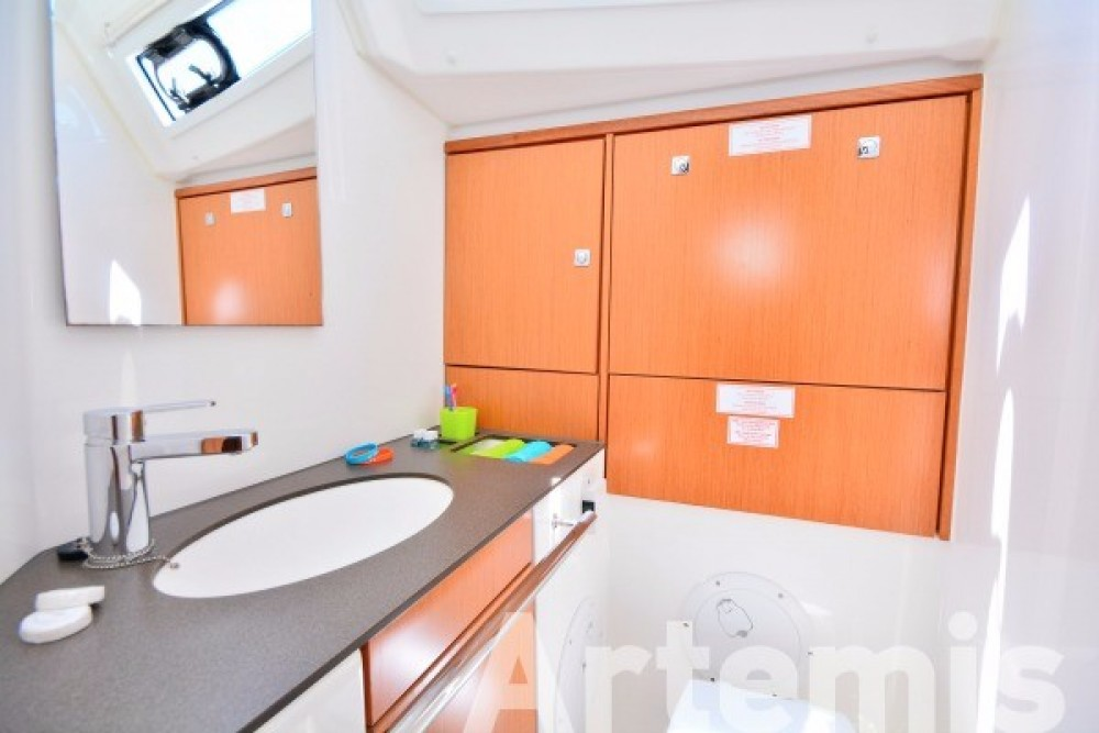 Sailboat for rent Atene at the best price