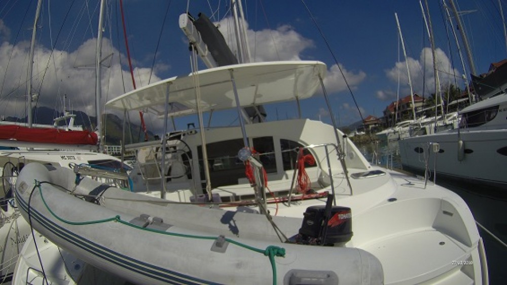 Boat rental Seychelles cheap Lagoon 380 S2