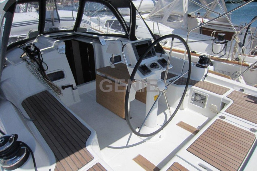 Bénéteau Oceanis 37 between personal and professional Athens