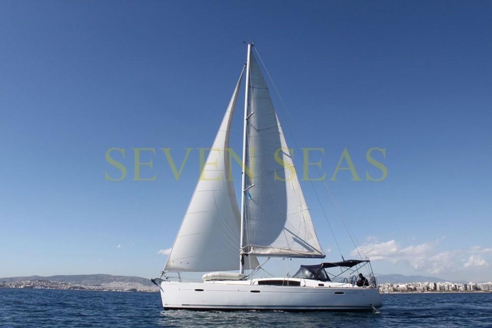 Boat rental Bénéteau Oceanis 43 in Athens on Samboat