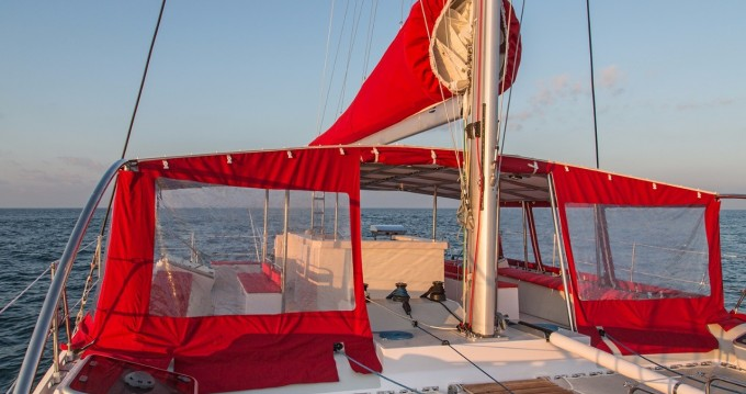 Hire Catamaran with or without skipper Ocean Voyager Tahiti