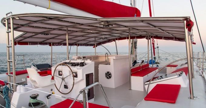 Boat rental Ocean Voyager Maxicat 53 in Tahiti on Samboat