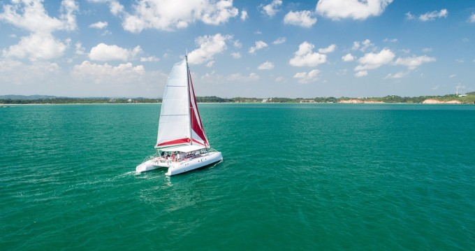 Rent a Ocean Voyager Maxicat 53 Tahiti