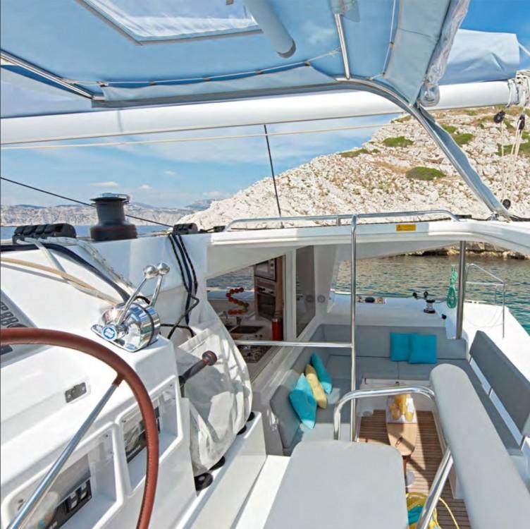 Rental Catamaran in French Polynesia - Lagoon Lagoon 400 S2