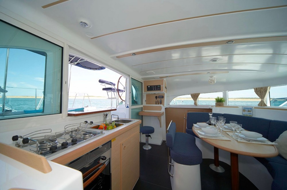 Hire Catamaran with or without skipper Lagoon Punaauia