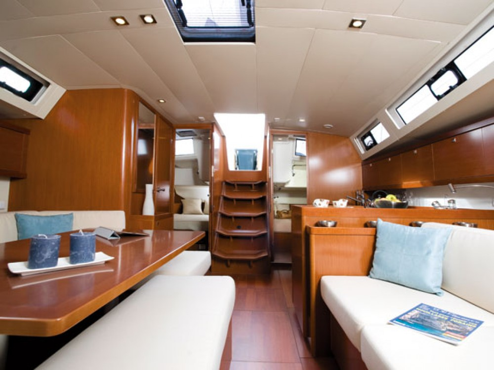 Bénéteau Oceanis 41 between personal and professional Athens