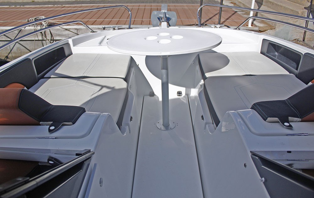 Motor boat for rent Barcelona at the best price
