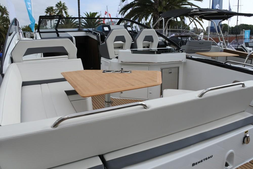 Rental Motor boat in  - Bénéteau Flyer 10