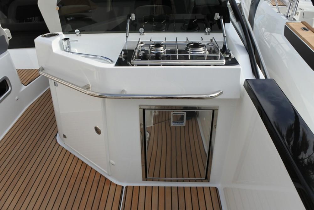 Boat rental  cheap Flyer 10