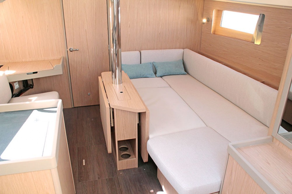 Boat rental Bénéteau Oceanis 41.1 in Palma on Samboat