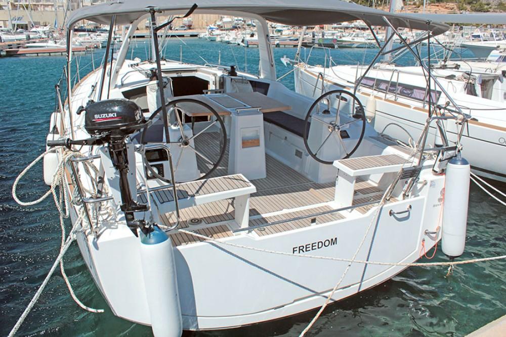Boat rental Bénéteau Oceanis 38.1 in Palma on Samboat