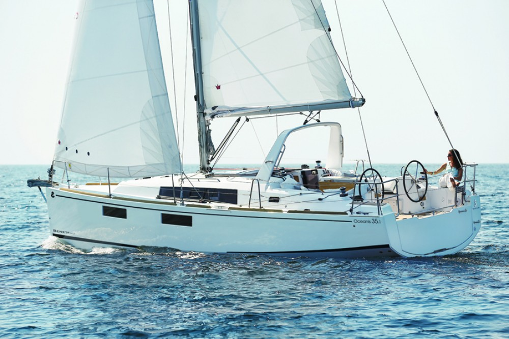 Bénéteau Oceanis 35.1 between personal and professional Cambrils