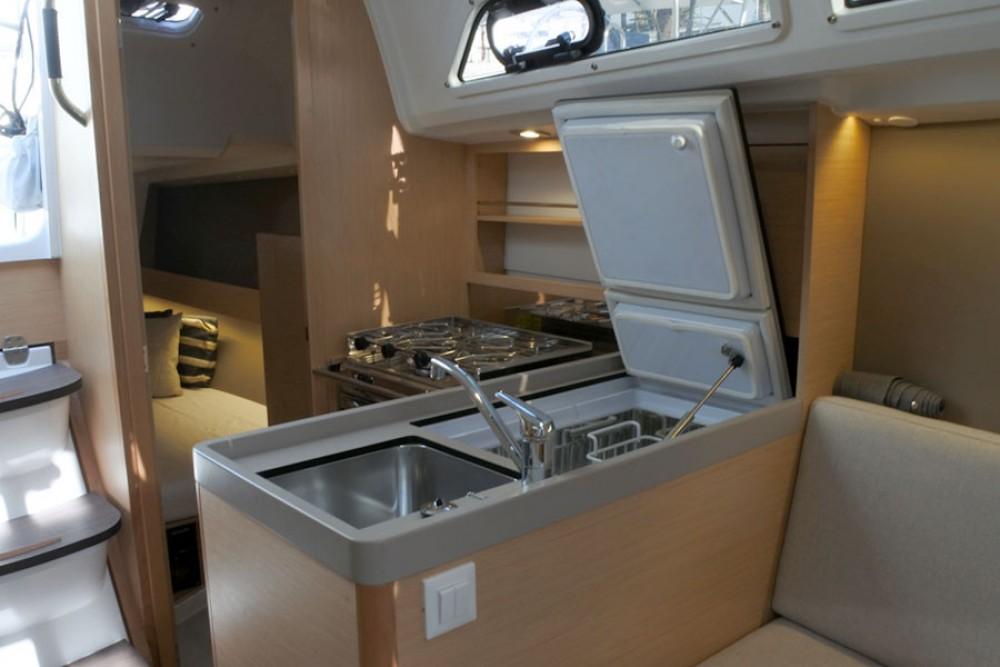 Rental yacht  - Bénéteau Oceanis 30.1 on SamBoat