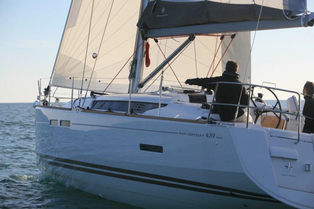 Rental yacht Greece - Jeanneau Sun Odyssey 439 on SamBoat