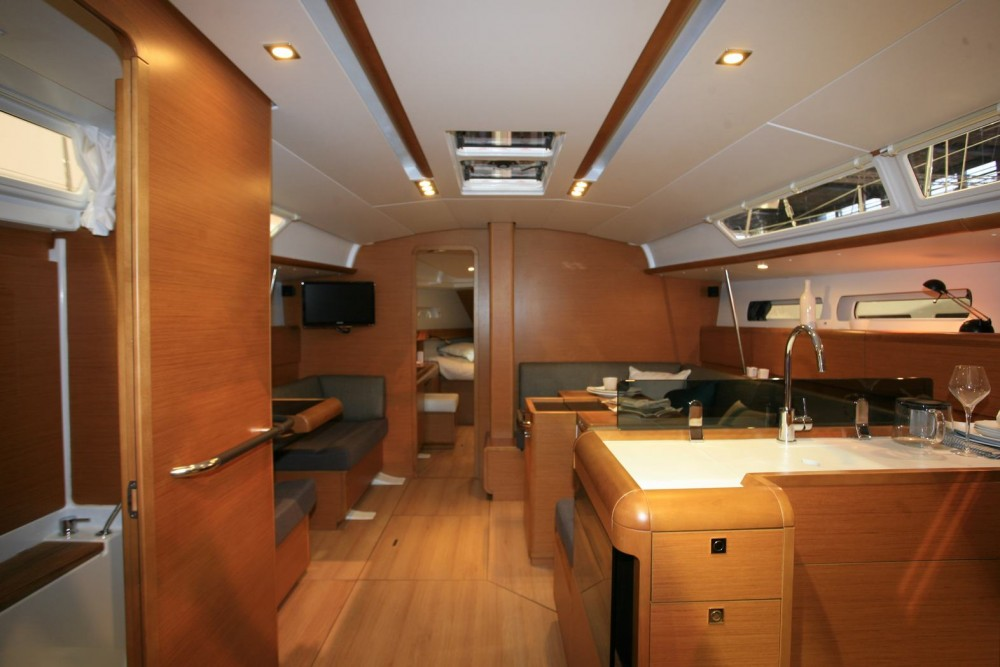 Jeanneau Sun Odyssey 439 between personal and professional Aegean