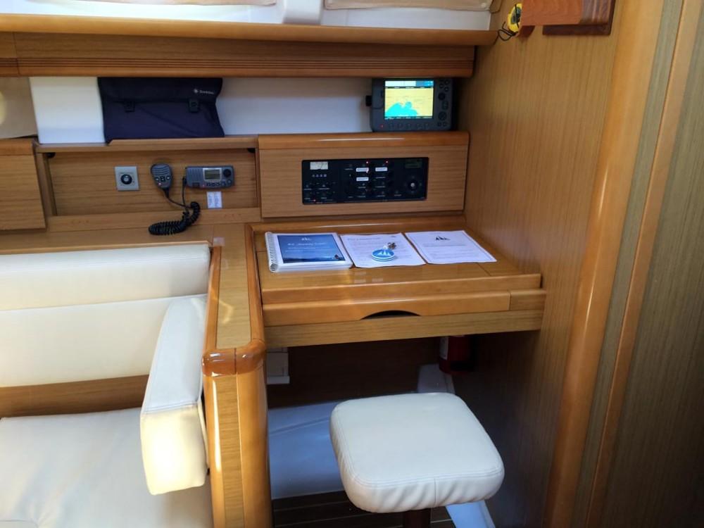 Rental yacht Grad Pula - Jeanneau Sun Odyssey 44i on SamBoat