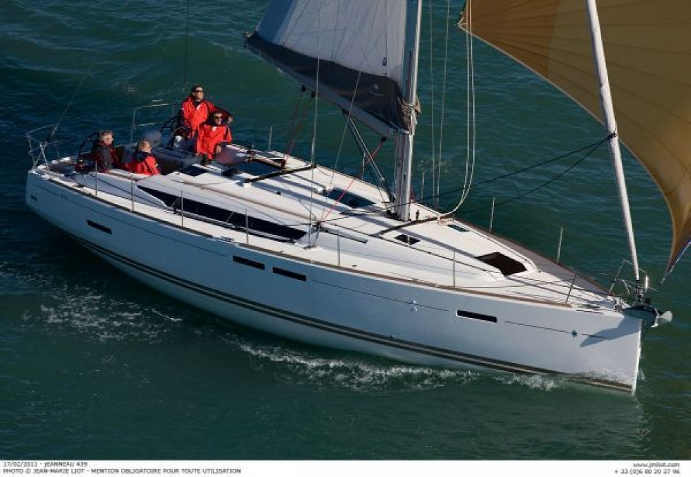 Jeanneau Sun Odyssey 439 between personal and professional Italy