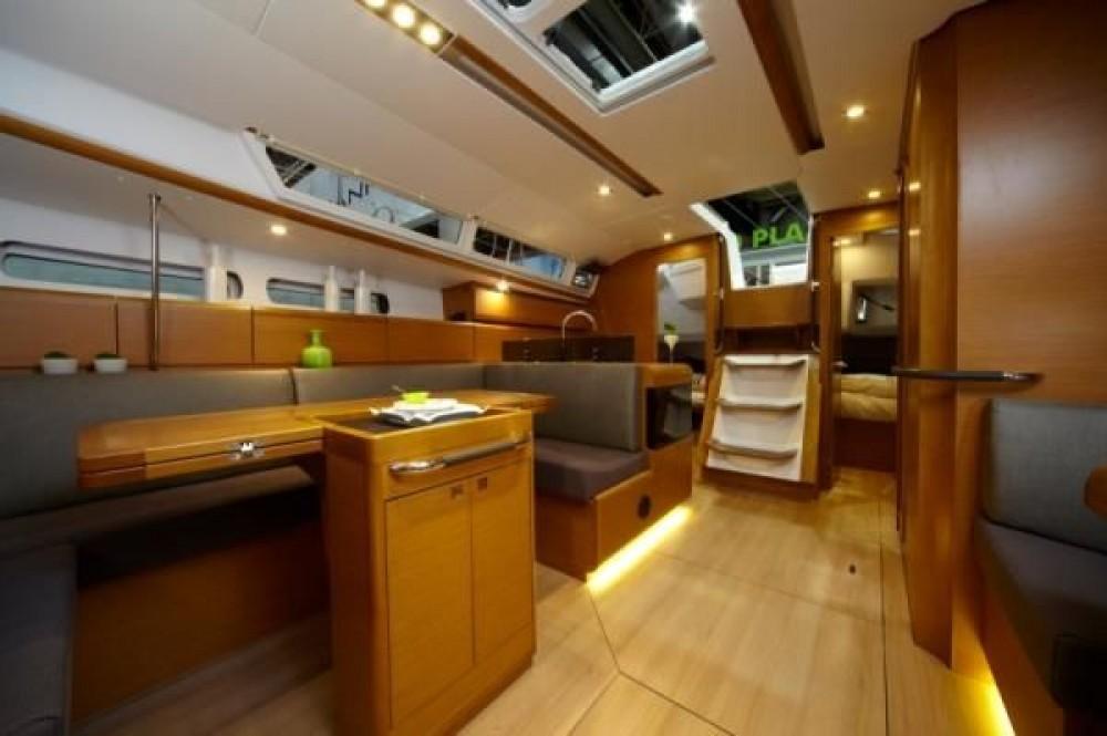 Rental Sailboat in Italy - Jeanneau Sun Odyssey 439