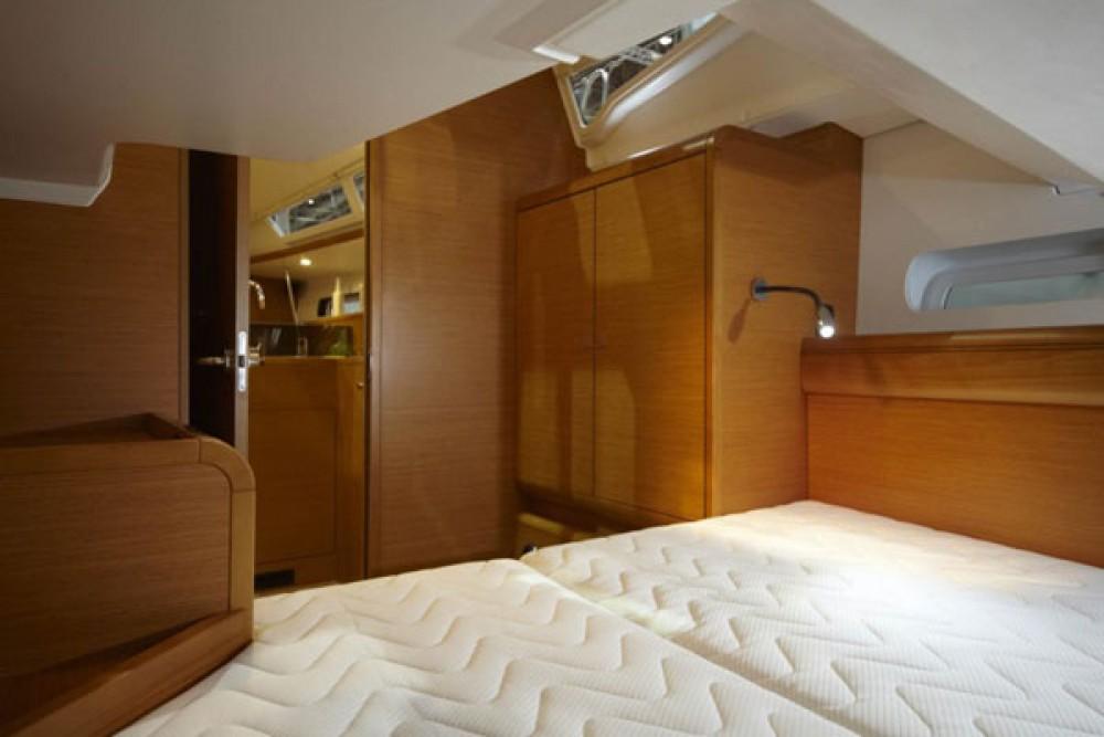 Boat rental Jeanneau Sun Odyssey 439 in Italy on Samboat