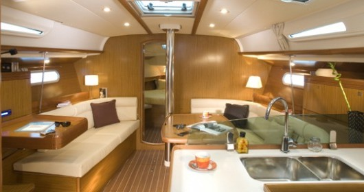 Jeanneau Sun Odyssey 42i between personal and professional Italy