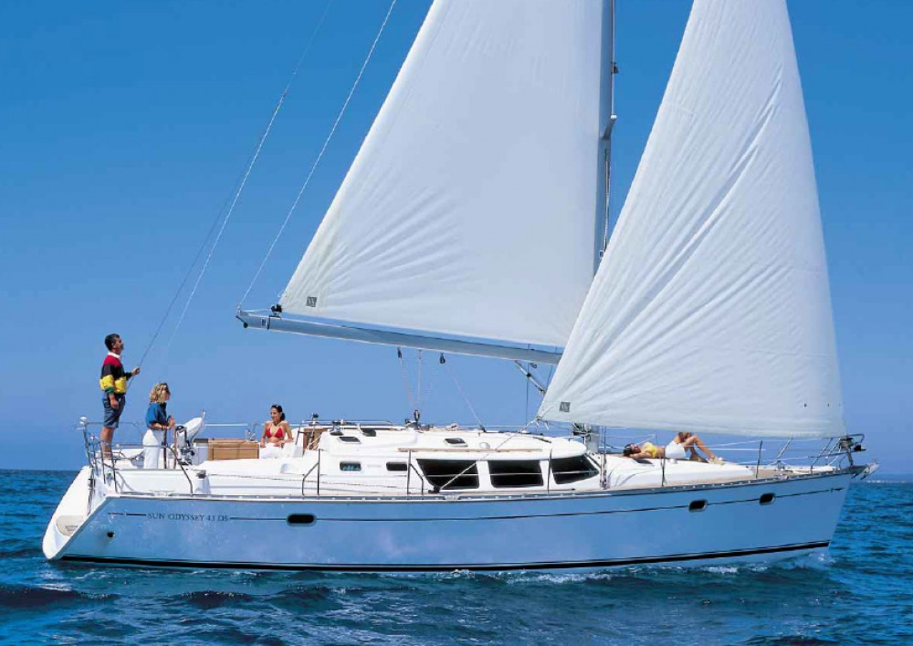 Jeanneau Sun Odyssey 43 DS between personal and professional Athens