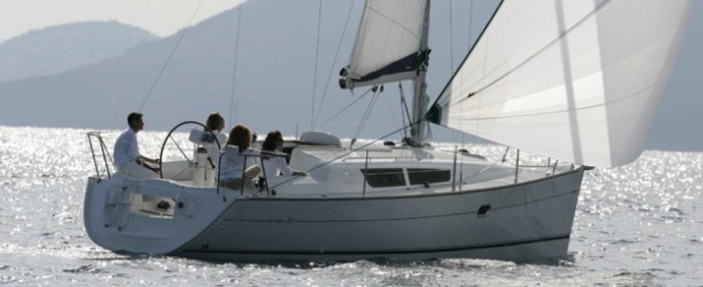 Boat rental Laurium cheap Sun Odyssey 32i