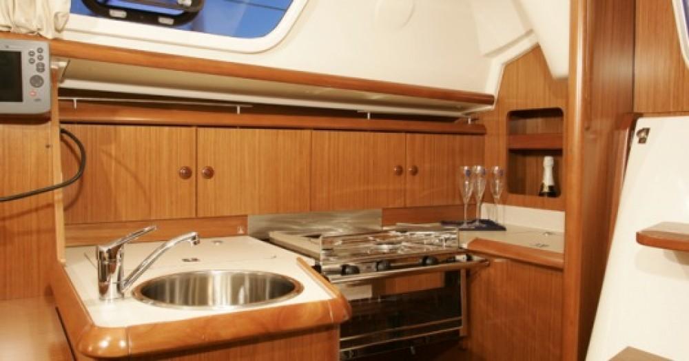 Boat rental Jeanneau Sun Odyssey 32i in Laurium on Samboat