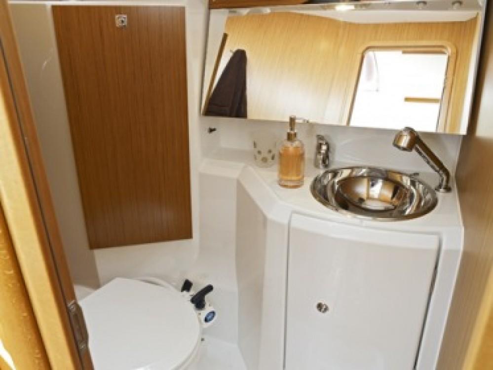 Boat rental Jeanneau Sun Odyssey 36i in Kalafationes on Samboat