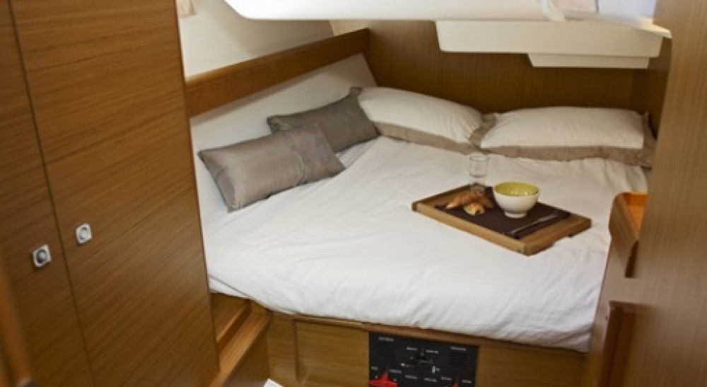 Rental Sailboat in Keramoti - Jeanneau Sun Odyssey 42i