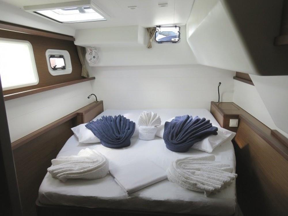 Boat rental Calliaqua cheap Lagoon 450 F
