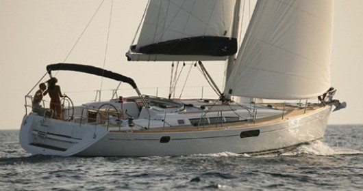 Boat rental Jeanneau Sun Odyssey 49i in Lávrio on Samboat