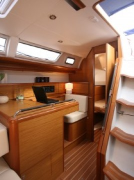 Jeanneau Sun Odyssey 49i between personal and professional Lávrio