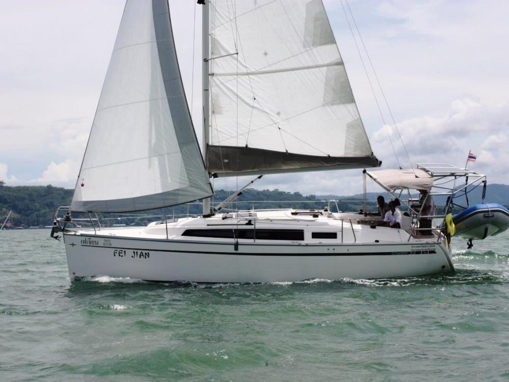 Boat rental Bavaria Bavaria 33 Cruiser in Phuket on Samboat