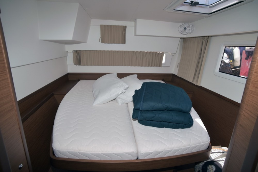 Boat rental Greece cheap Lagoon 42