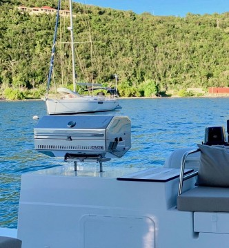 Boat rental Tortola cheap Saona 47