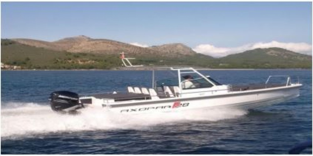 Axopar 28 T-Top between personal and professional Palma