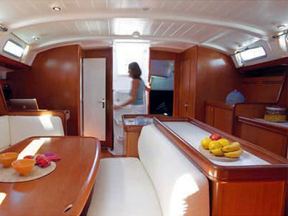 Bénéteau Cyclades 50.4 between personal and professional Alimos Marina