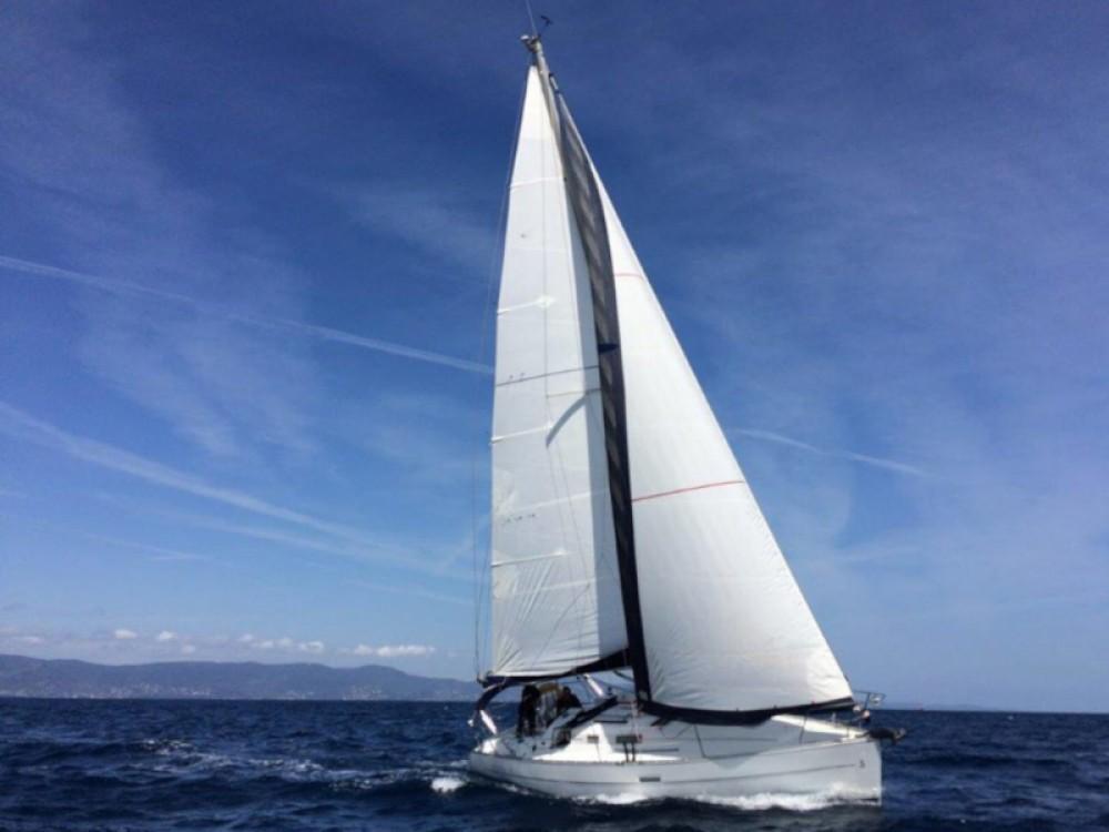 Hire Sailboat with or without skipper Bénéteau Bormes-les-Mimosas