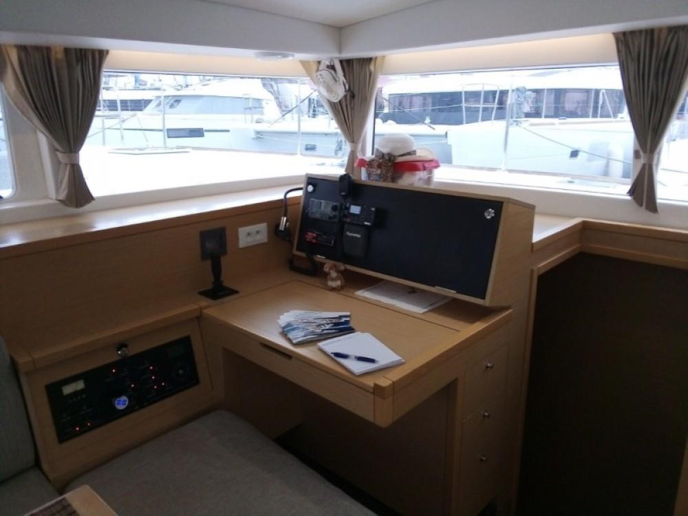 Rental yacht Alimos Marina - Lagoon Lagoon 400 on SamBoat