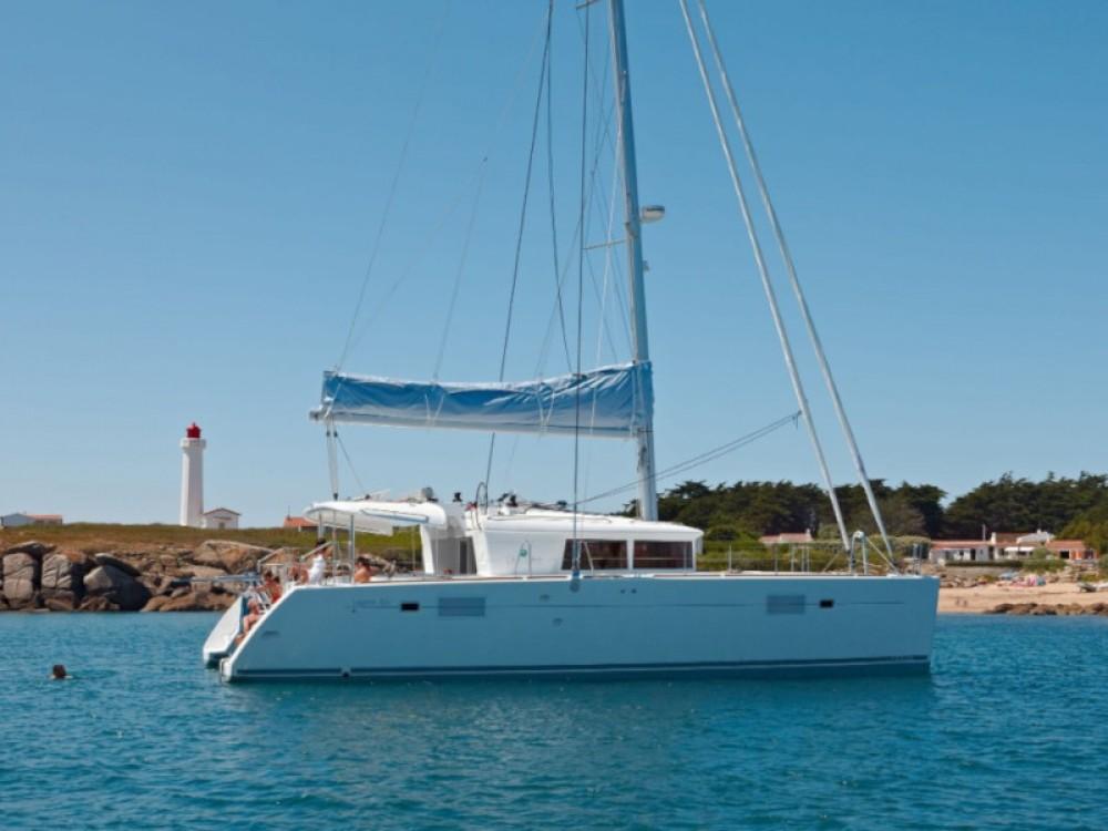 Boat rental Lagoon Lagoon 450  Flybridge in Volos on Samboat