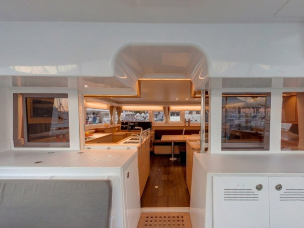 Lagoon Lagoon 450  Flybridge between personal and professional Volos